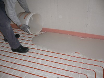 Screed being poured over VarioComp Panels
